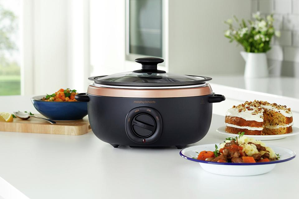 Morphy Richards 3.5L Sear and Stew Slow Cooker - Rose Gold.