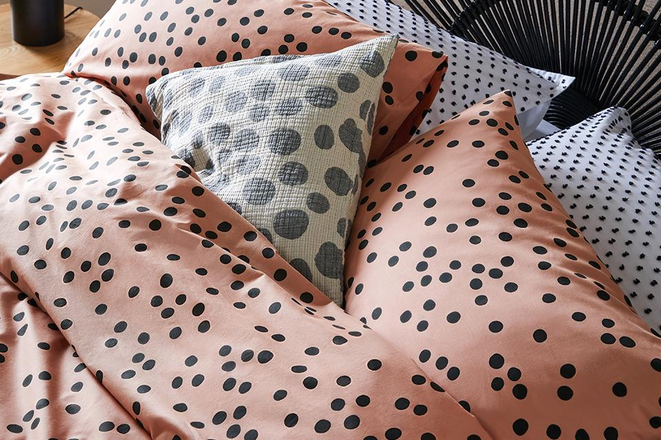 Image of salmon pink and black polka dot bedding.