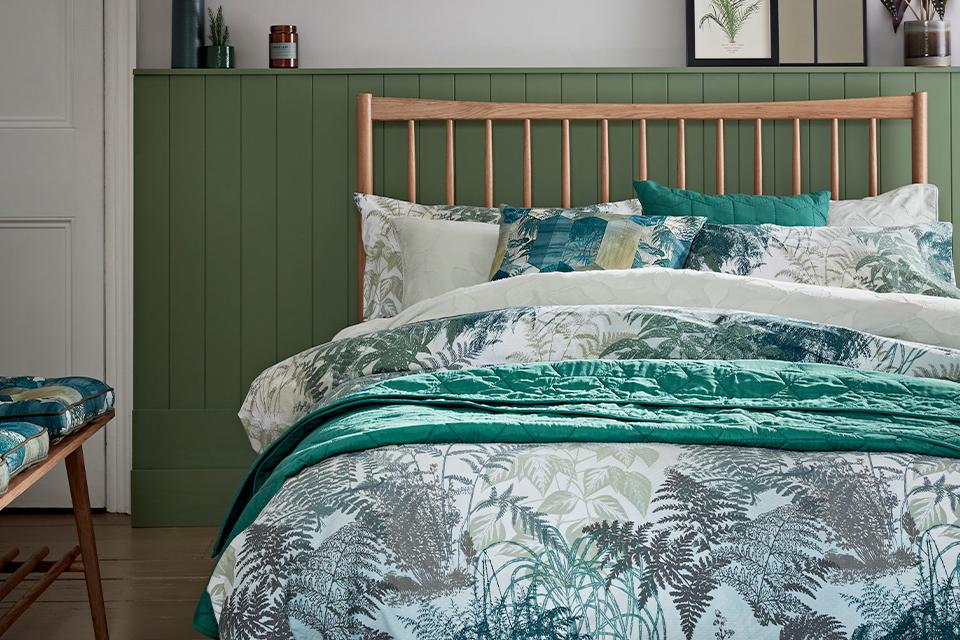 Habitat Jungle Leaf Reversible Green Bedding Set.