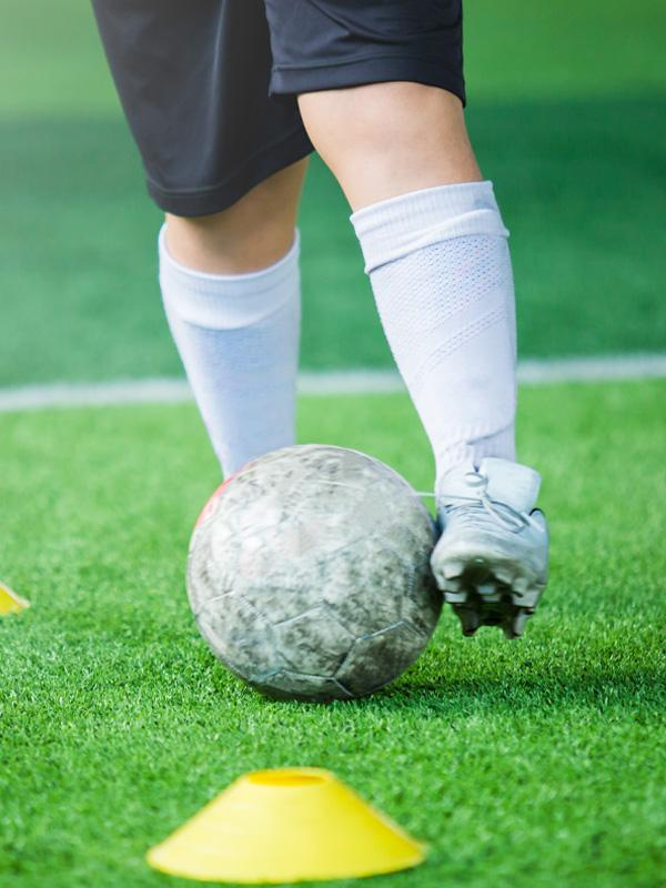 Discover our football training drills guide.