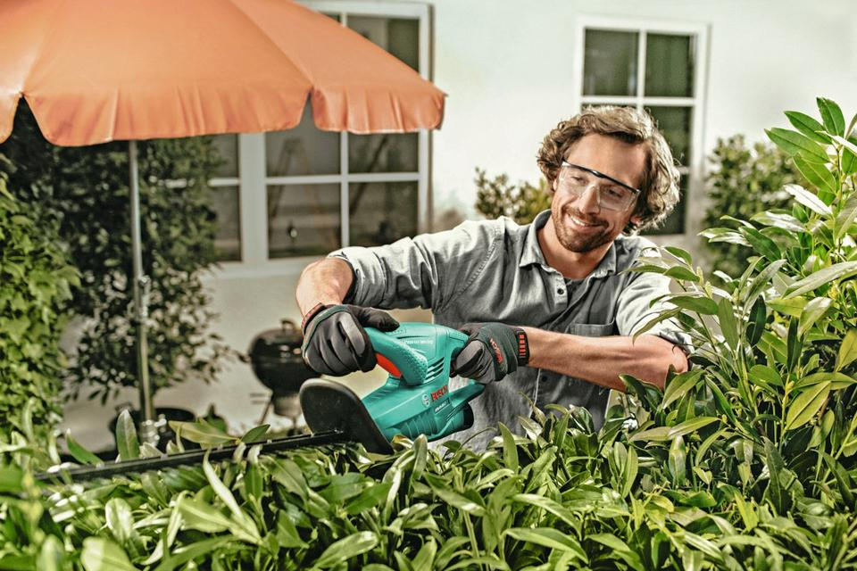Best hedge trimmers for tall & thick hedges.