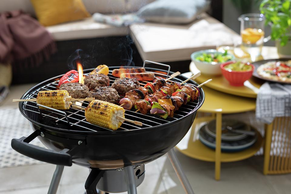 Argos Home Kettle Charcoal BBQ with Pizza Oven.