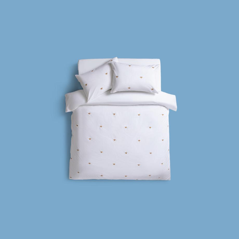 Bumble bee whit bed cover.
