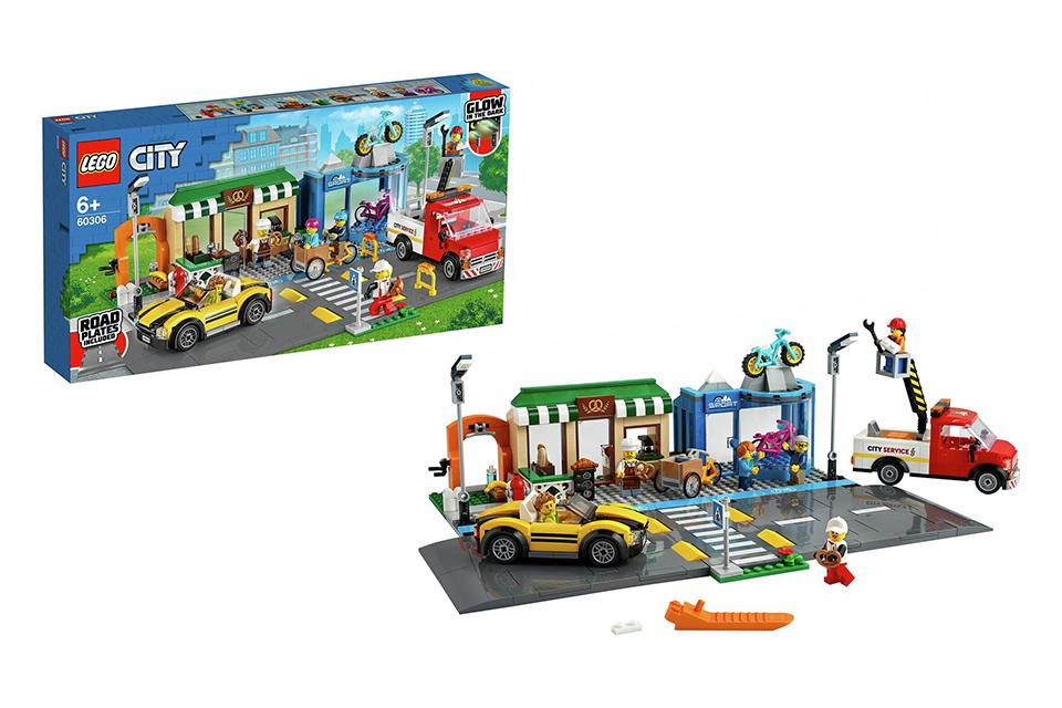 LEGO City Shopping Street Vehicles and Road Plates Set 60306.