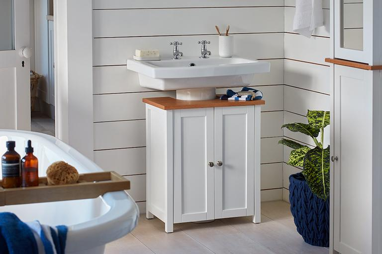Nail the nautical bathroom look.