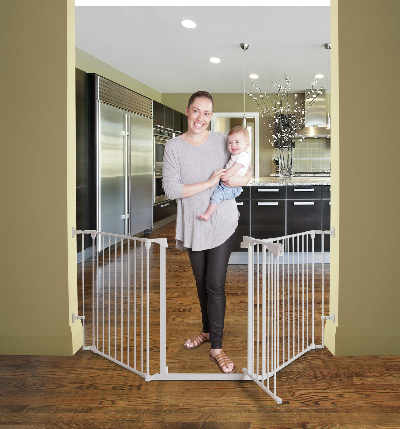 Dreambaby Newport 3-Panel Metal Adapta Barrier/Gate - White