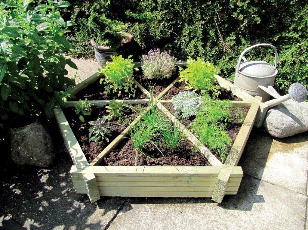 grange-fencing-herb-wheel-planter
