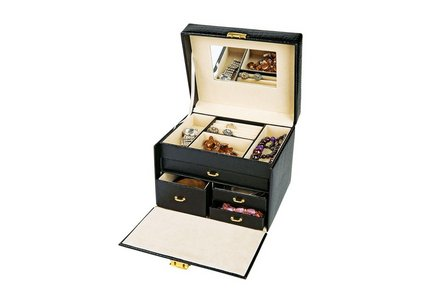Save up to 1/2 price on ladies gifting and jewellery boxes.