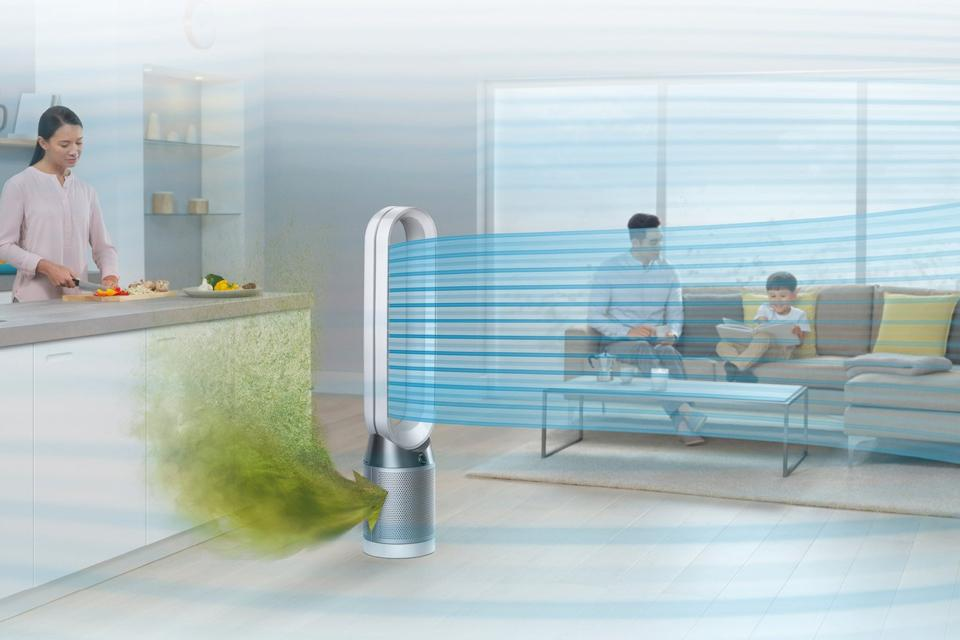 Air purifier in room with family.