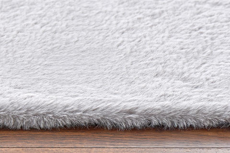 Medium pile/plush rugs.