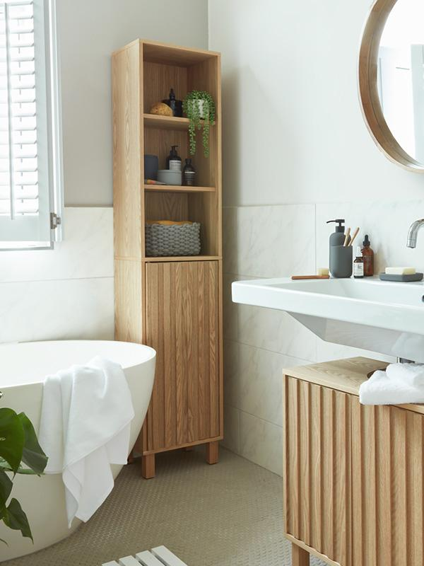 Matching bathroom furniture and accessories.