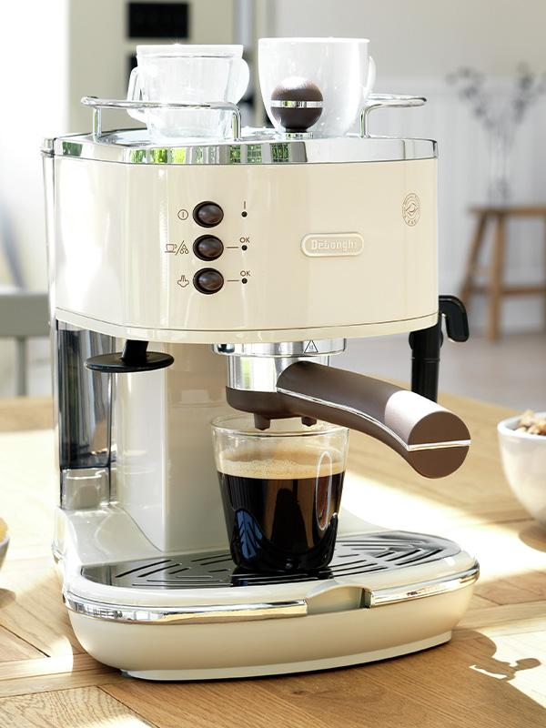 Cream De'Longhi coffee machine.