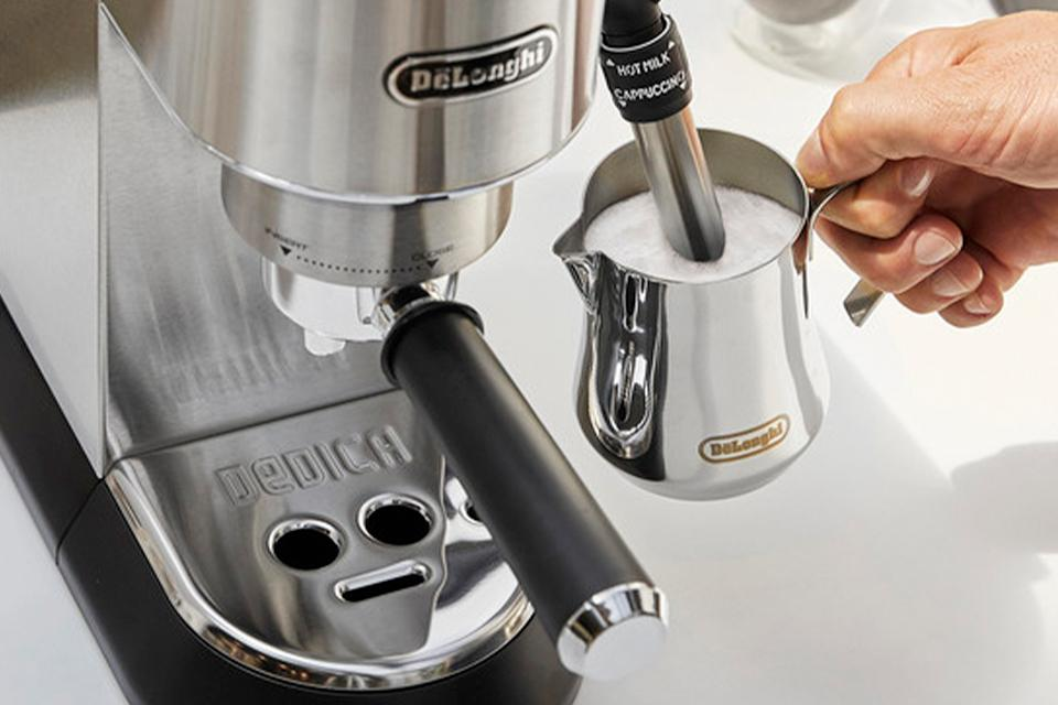 De'Longhi assisted milk frother.