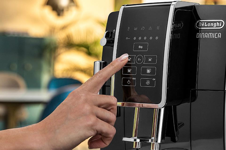 De'Longhi coffee machine.