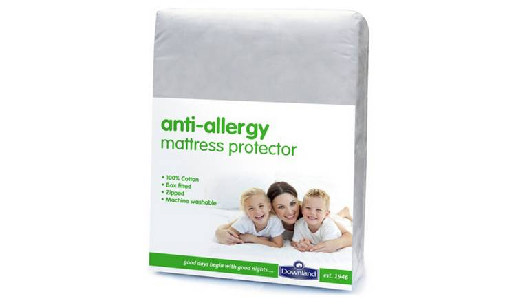 Downland Anti-Allergy Zipped Mattress Protector - Double.