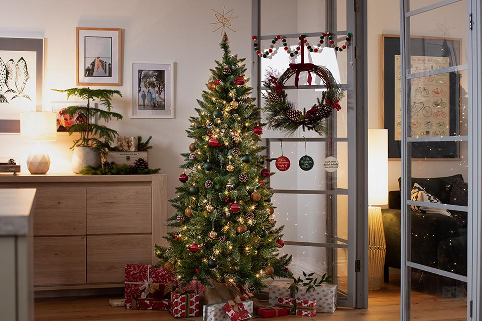 Argos Home 6ft Berry & Cone Pre-lit Christmas Tree - Green.