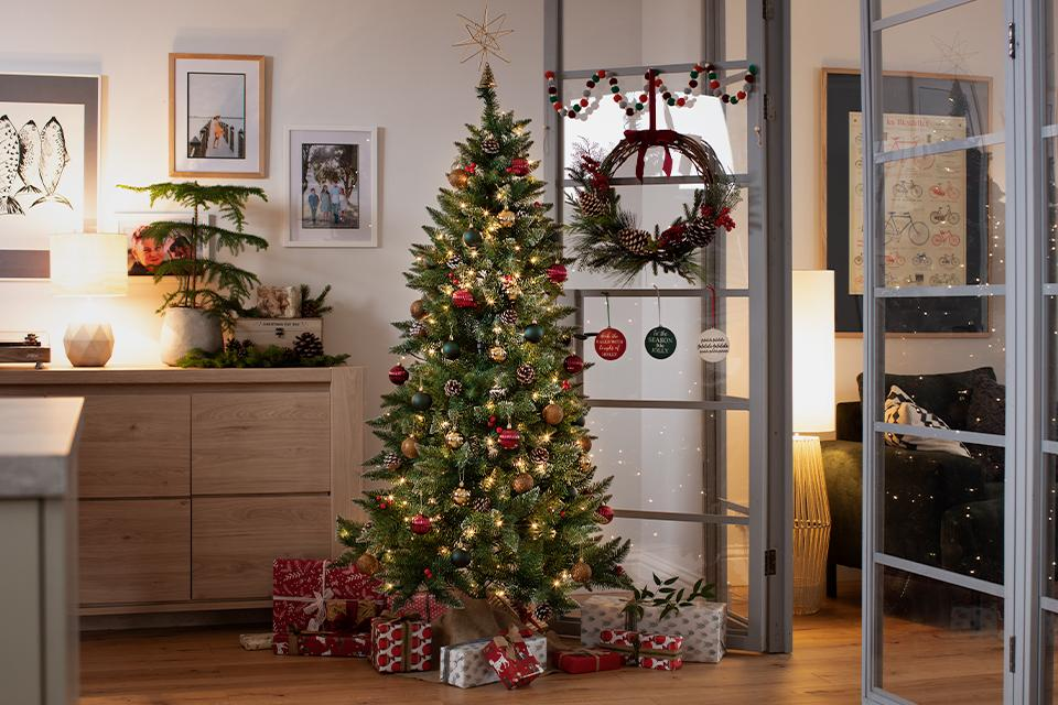 When should you put your tree up?