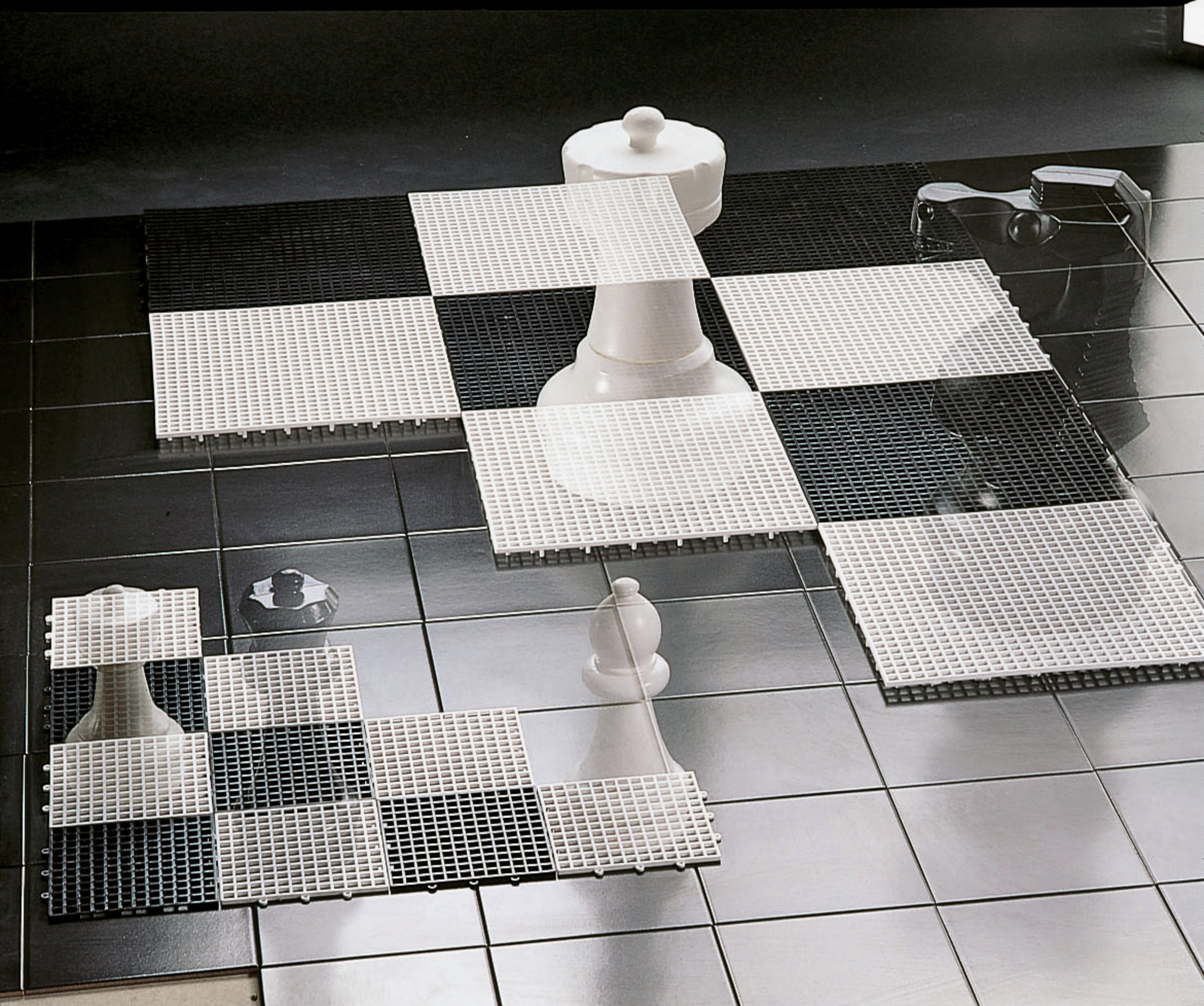 small-base-for-garden-chess-draughts-pieces