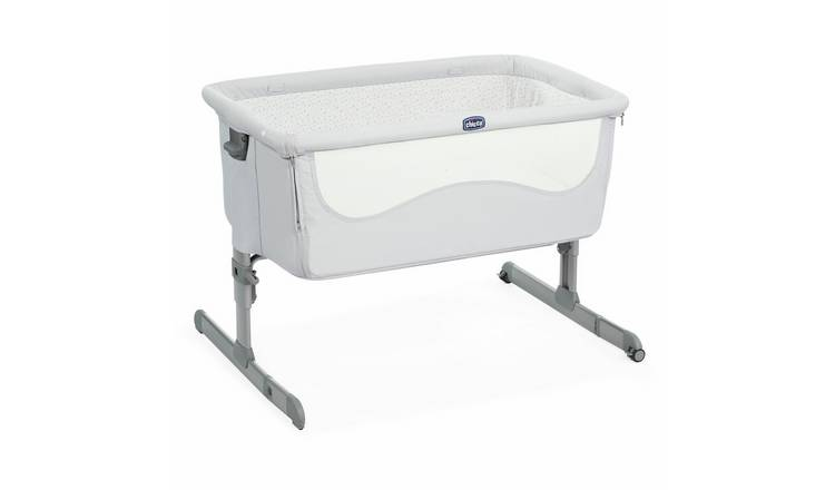 Chicco Next 2 Me Bedside Sleeper Crib - Light Grey