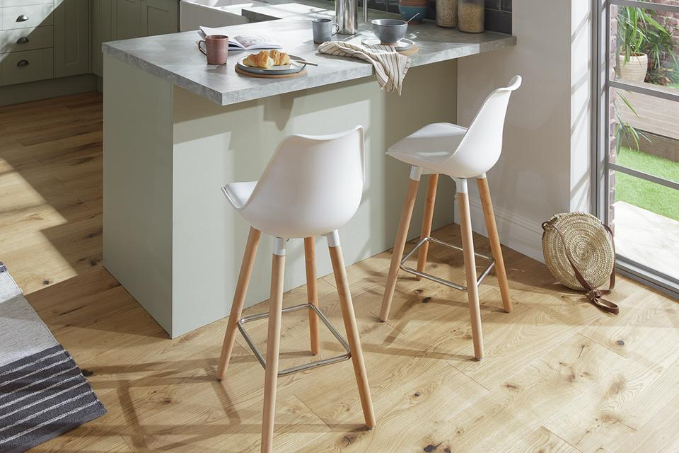 Argos Home Charlie Faux Leather Bar Stool - White.