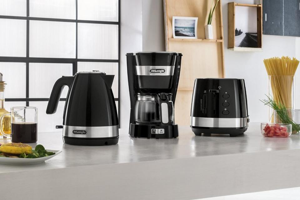 De'Longhi KBLA3001 Active Line Kettle - Black.