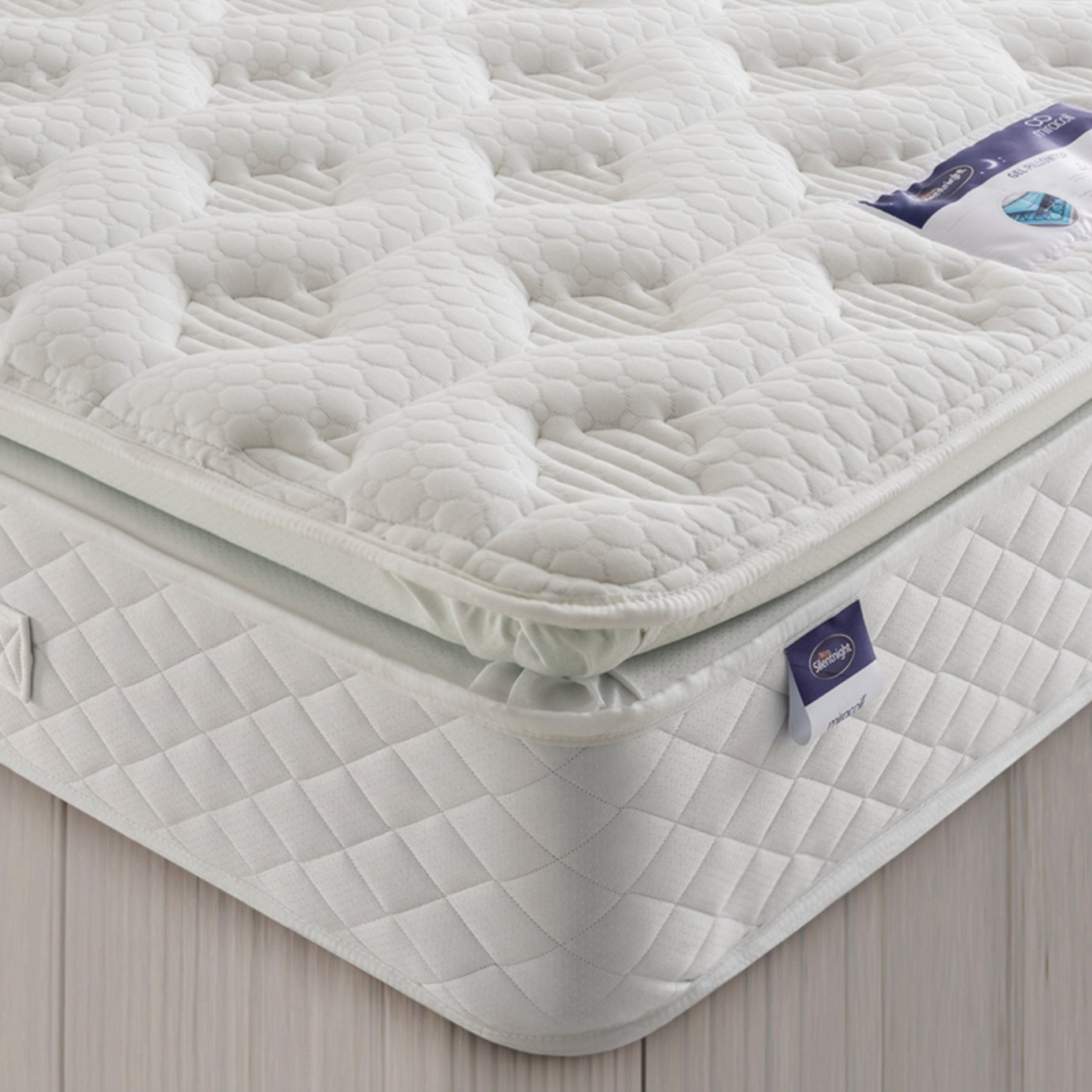 Silentnights exclusive Geltex Comfort Pillowtop mattress offers a great nights sleep with amazing comfort and breathability. The 4cm gel infused layer offers ultim...