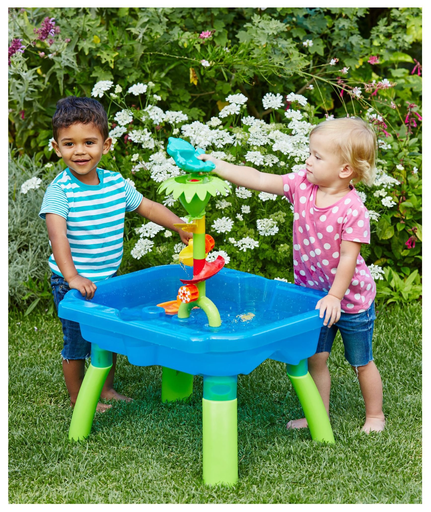 elc water play table perfect for splishing splashing and pouring
