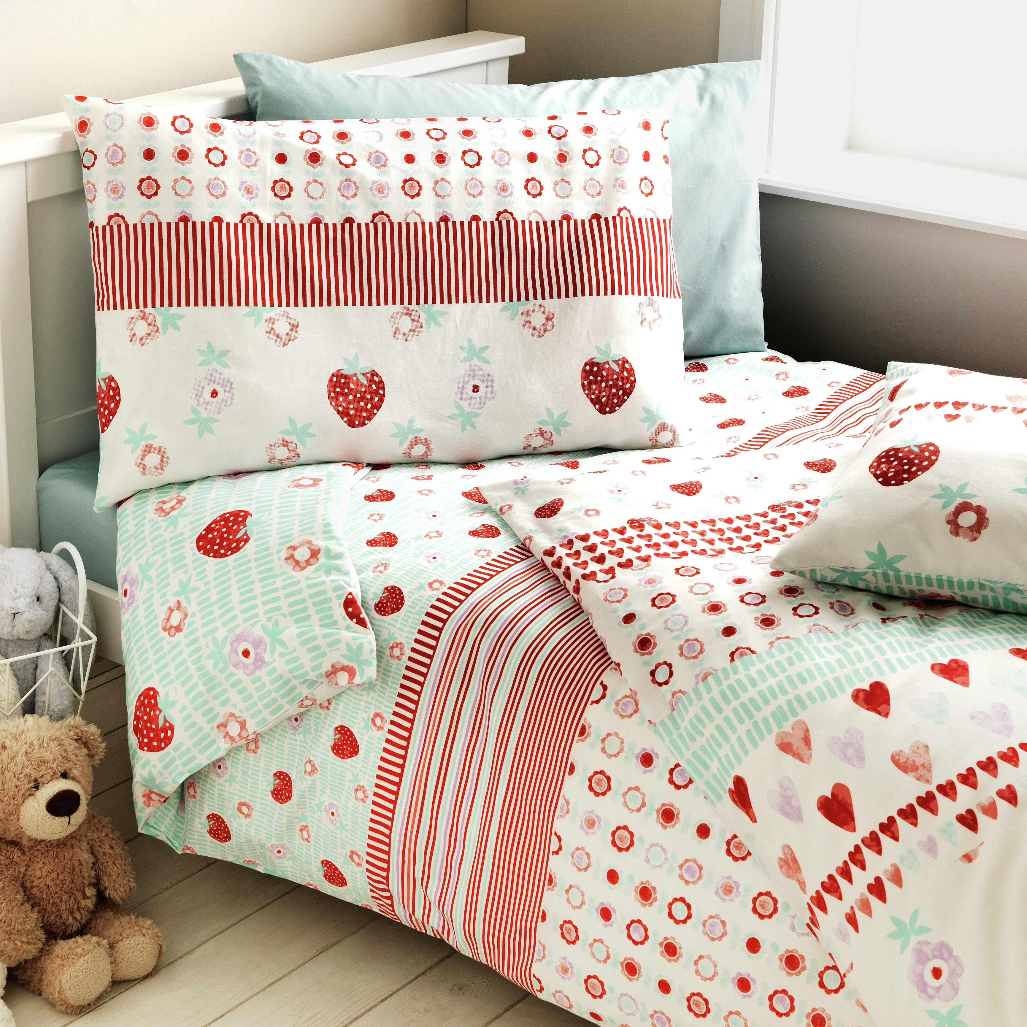 argos home strawberry twin pack bedding set toddler. Black Bedroom Furniture Sets. Home Design Ideas