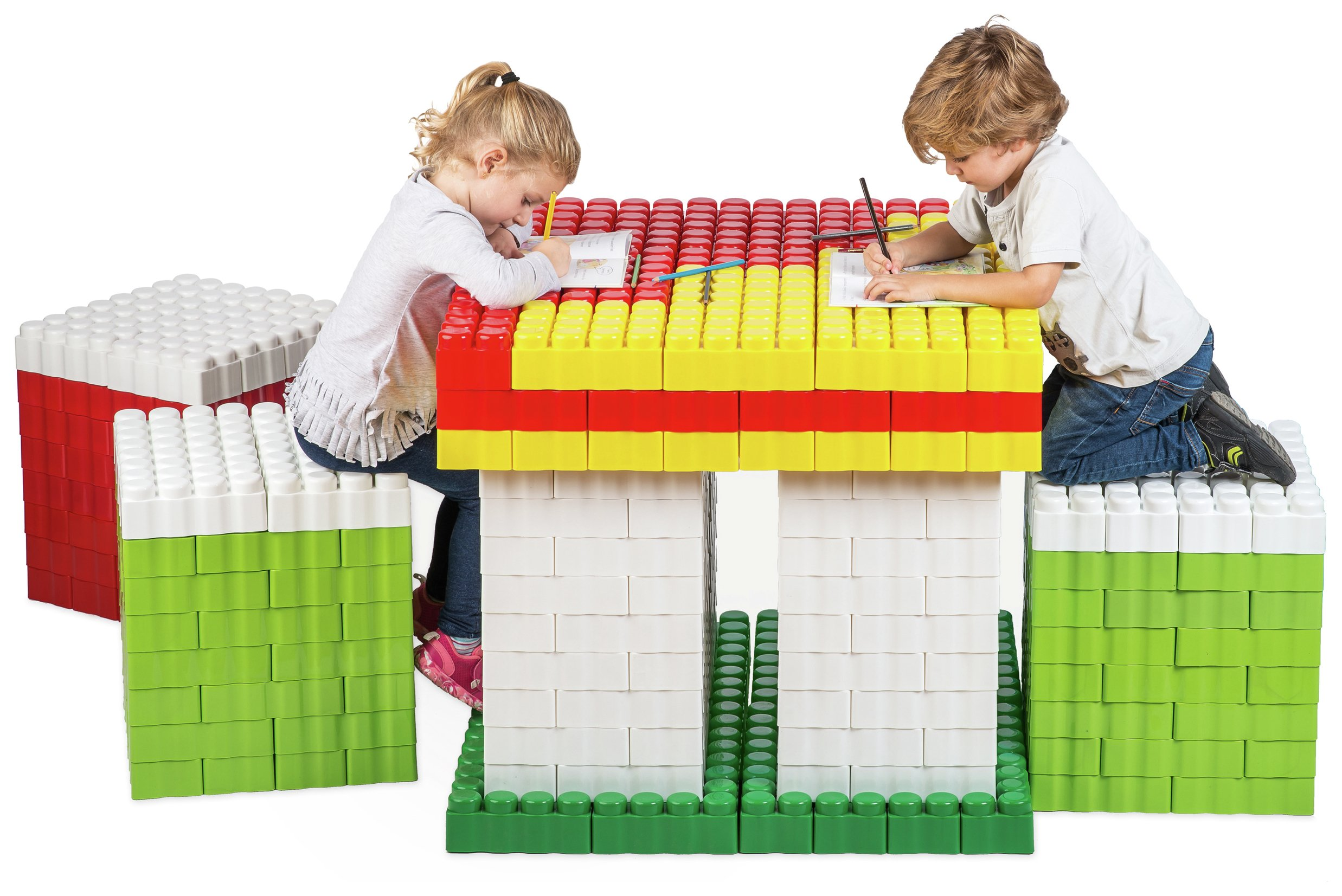 Game Movil Game Movil Giant Table and Chairs - 480 Pieces