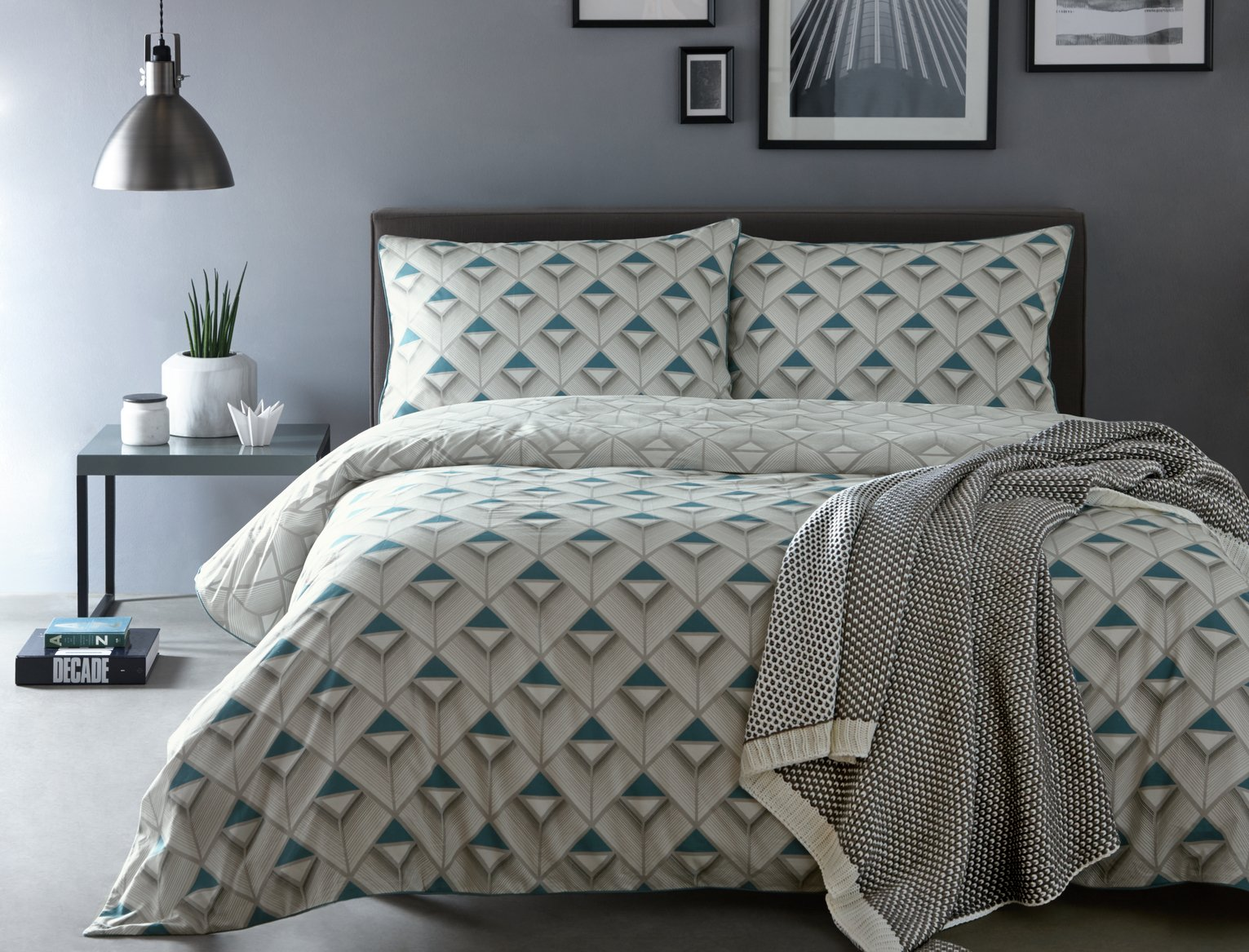 Image of Appletree Axis Blue Bedding Set - Kingsize