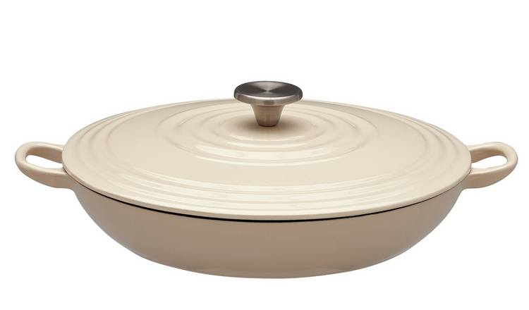 You Can Get A Dupe Of Nigellas Le Creuset Casserole Dish