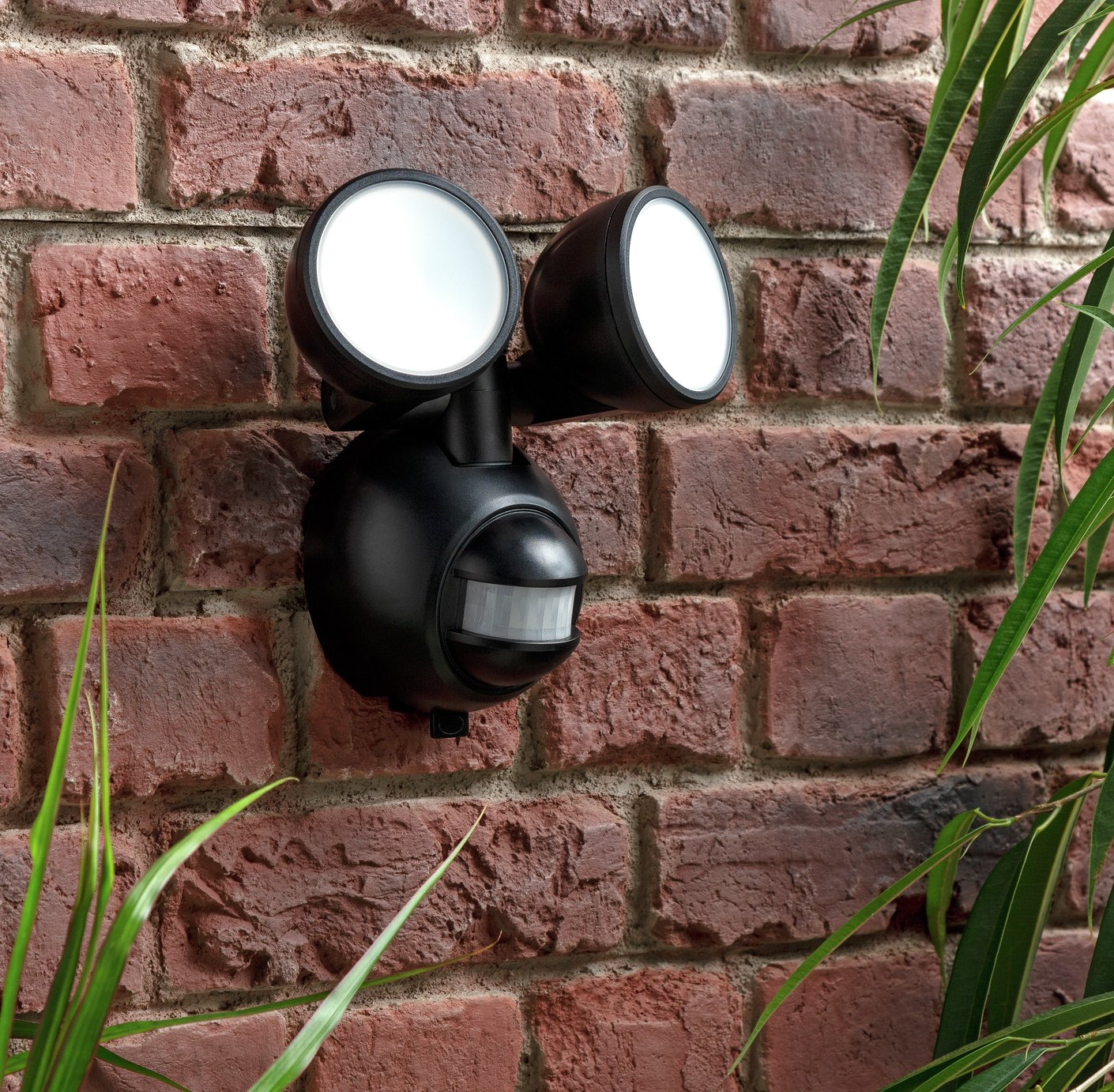 Coast Twin PIR Battery Operated Outdoor Wall Light