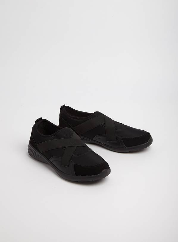 Sole Comfort Black Cross Over Strap Shoes - 8