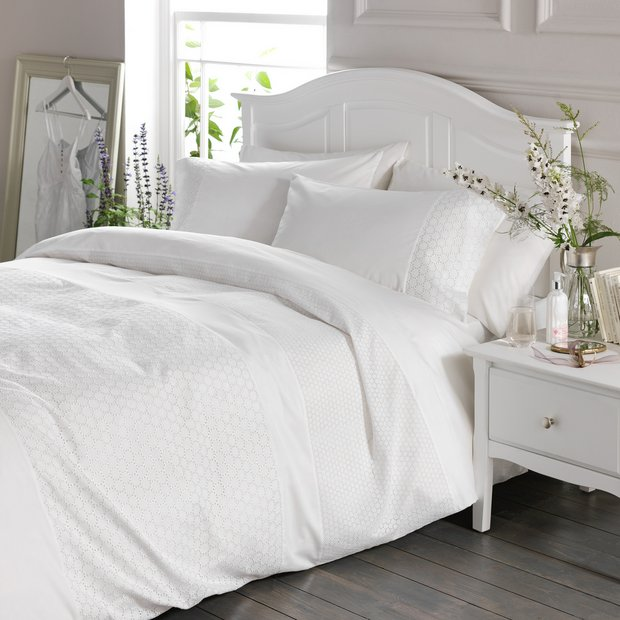 Beds Shopping Online: Buy Heart Of House Chloe Bedding Set