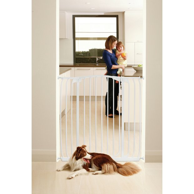 buy dreambaby chelsea tall wide auto close white gate 97. Black Bedroom Furniture Sets. Home Design Ideas